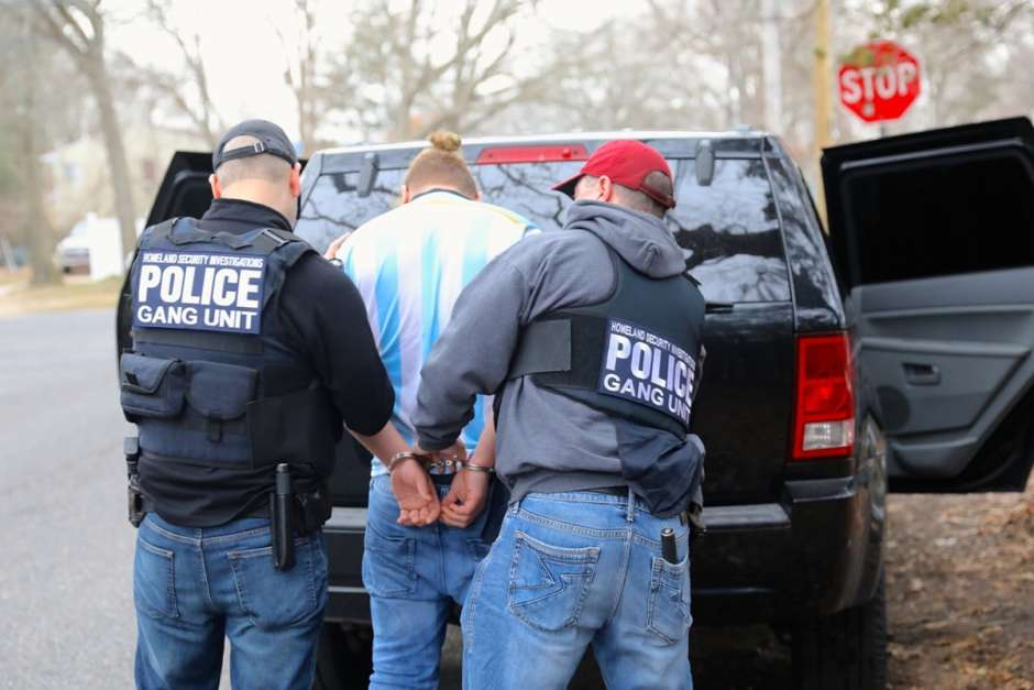 Photo of Arrestan 34 pandilleros sospechosos de una docena de tiroteos en N. York