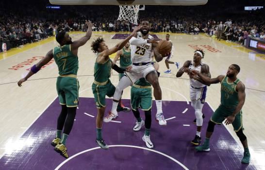 Photo of LeBron da triunfo a Lakers sobre Celtics ante gran labor de Tatum