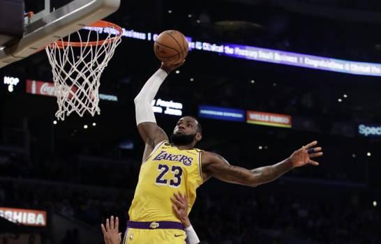 Photo of LeBron James fue mejor que Zion Williamson y guía victoria de los Lakers