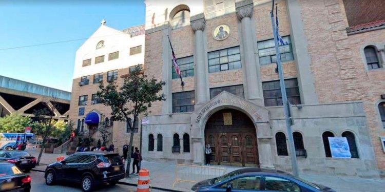 Photo of Dejan abandonada niña recién nacida en iglesia del Alto Manhattan