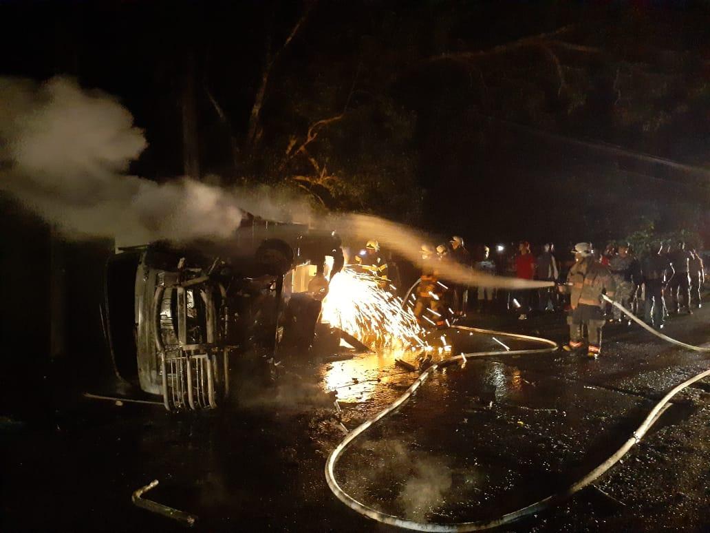 Photo of Dos vehículos se incendian luego de accidentarse en SFM