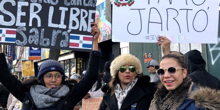 Photo of Dominicanos protestan en Manhattan por suspensión de elecciones municipales