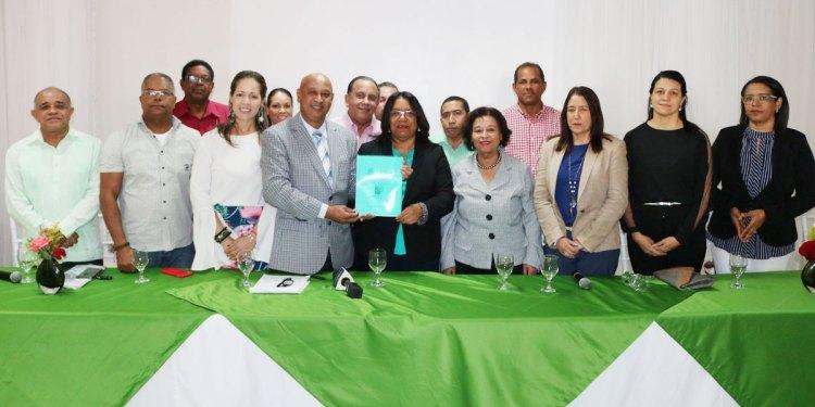 Photo of Maestros de la UASD recinto San Francisco anuncian respaldo a Emmanuel Trinidad