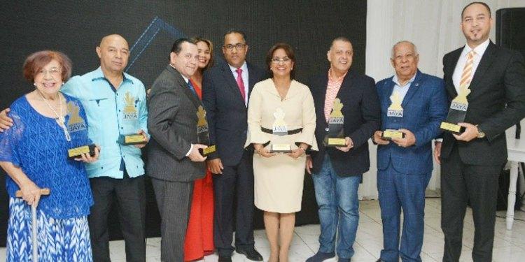 Photo of Realizan entrega premios Méritos del Jaya