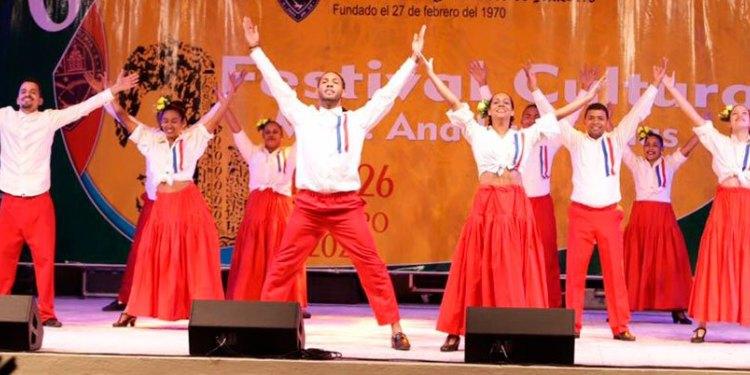 Photo of UASD-SFM Inicia 6to. Festival Cultural Ana Luisa Arias con concierto del 50 aniversario y premiación a estudiantes