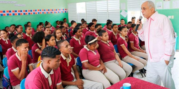 Photo of Liceo Eugenio Maria de Hostos realiza charla en el Mes de la Patria