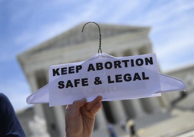 Photo of Aprueban en Florida polémica ley que requiere permiso paterno para abortar