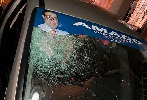 Photo of Apedrean vehículo de hija de diputado Amado Díaz en intento de atraco