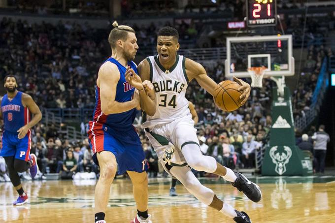 Photo of Antetokounmpo anota 33 y Bucks derrotan a Detroit