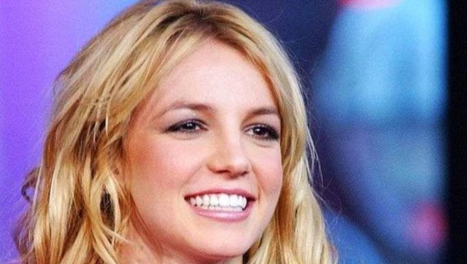 Photo of Britney Spears se rompe un dedo del pie mientras bailaba