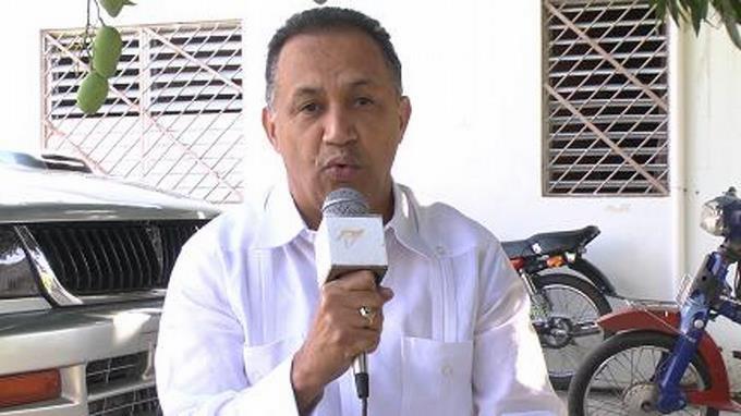Photo of Candidato PRM denuncia irrumpen su residencia, golpean a su esposa y se lo llevan detenido