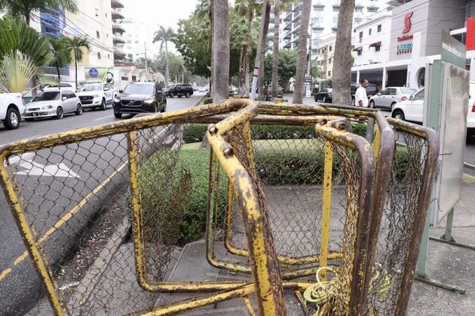 Photo of Colocan vallas en alrededores de la residencia de Danilo Medina