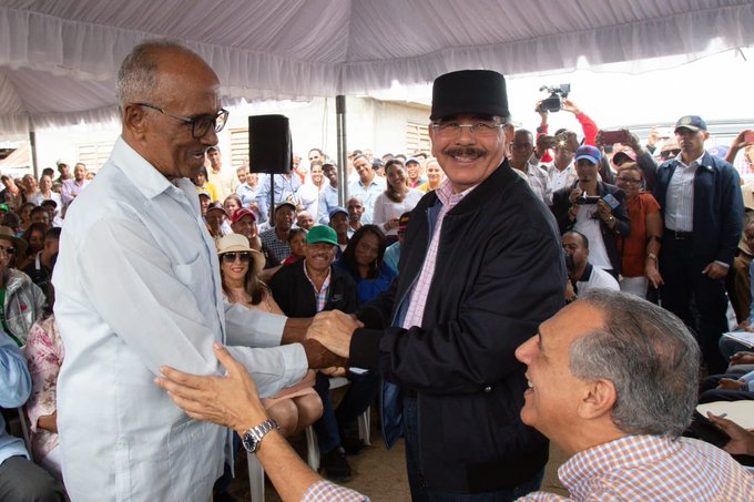 Photo of Danilo aprueba proyecto a ganaderos y supervisa obras en dos provincias