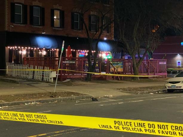 Photo of Un muerto y cuatro heridos en un tiroteo en un bar en Estados Unidos