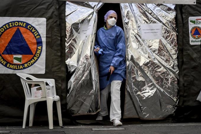 Photo of Italia trata de calmar pánico por brote de coronavirus