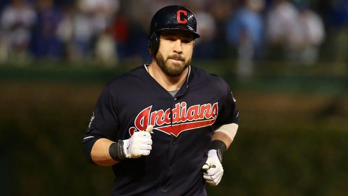 Photo of Jason Kipnis firma con los Cachorros de Chicago