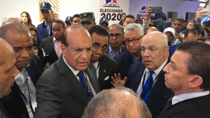 Photo of JCE suspende las elecciones ante fracaso del voto automatizado