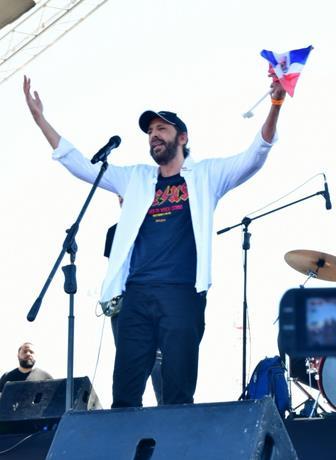 Photo of Juan Luis Guerra canta a la patria desde la Plaza de la Bandera