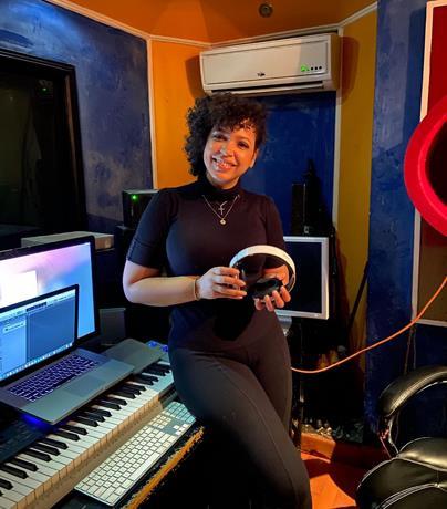 Photo of Juliana vuelve a los estudios de grabación luego de superar cáncer