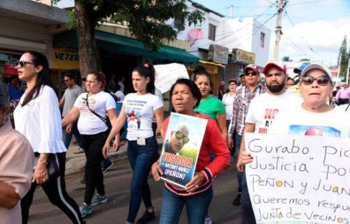 Photo of Residentes de Gurabo piden justicia por asesinatos coronel y mensajero