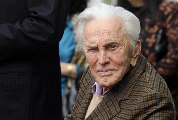 Photo of El actor Kirk Douglas muere a los 103 años de edad