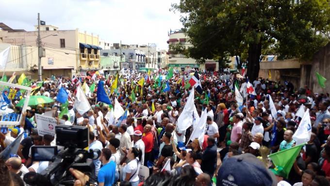 Photo of Luis Abinader dice la oposición se unió en defensa de la democracia