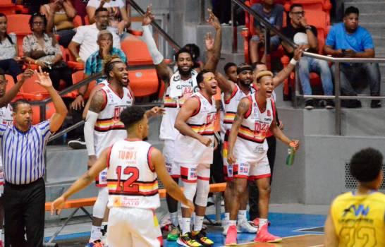 Photo of Plaza Valerio vence a Gregorio Urbano Gilbert y pasa a la semifinal del básket superior de Santiago