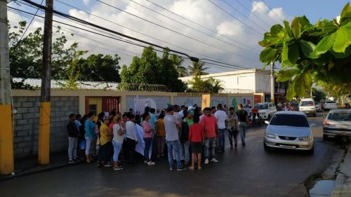 Photo of Residentes distrito municipal Las Palomas exigen terminen escuela