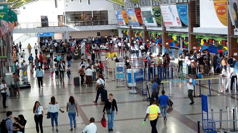 Photo of País todavía permite entrada de pasajeros desde China y Europa