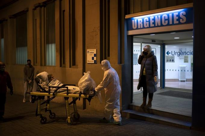 """Photo of OMS: Tendremos que """"vivir con este virus"""" hasta tener vacuna"""