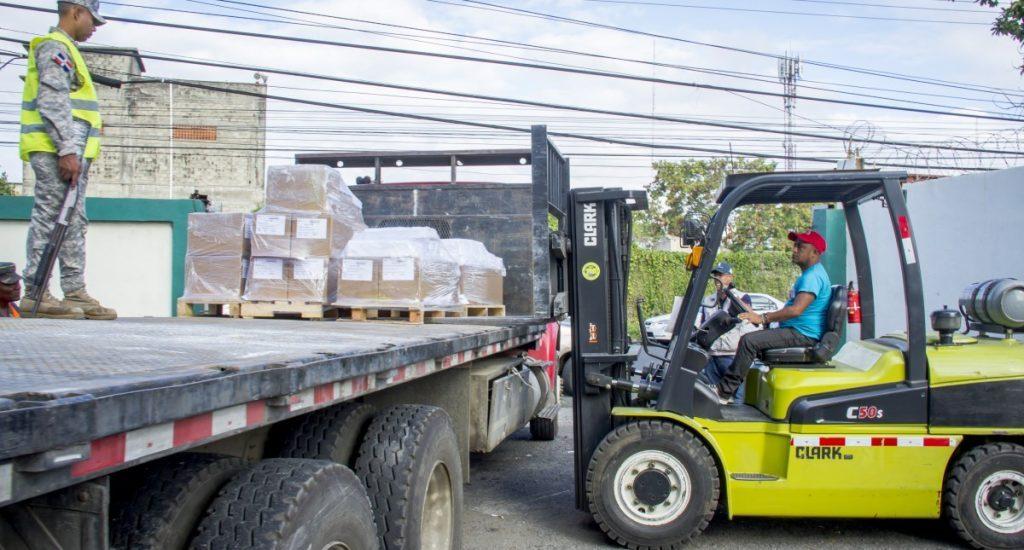 Photo of Comienzan trasladar boletas almacén JCE para comicios del 15 de marzo