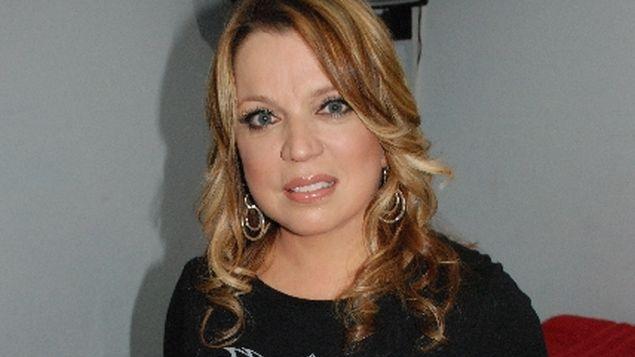 """Photo of Ednita Nazario: """"Estoy en mi casa tratando de sobrevivir"""""""