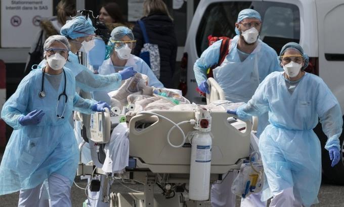 Photo of España suma 514 muertos más por coronavirus, hasta 2.696