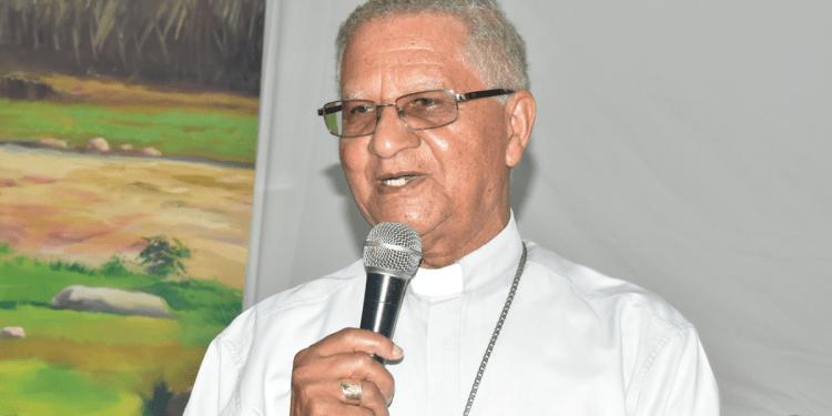 Photo of Envían a su residencia obispo de SFM y rector UCNE, tras dar positivo Covid-19