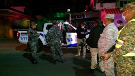 Photo of La Policía arresta a mil 320 personas en quinta noche de toque de queda