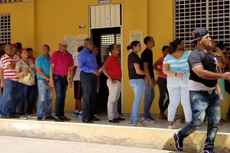 Photo of Dominicanos votan con normalidad pero con temor a contagio con coronavirus