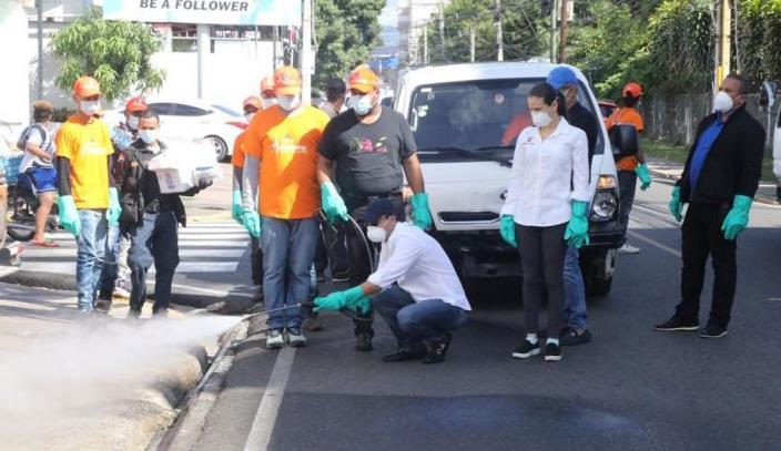 Photo of Alcaldía arrecia jornada de desinfección en barrios y urbanizaciones ante virus