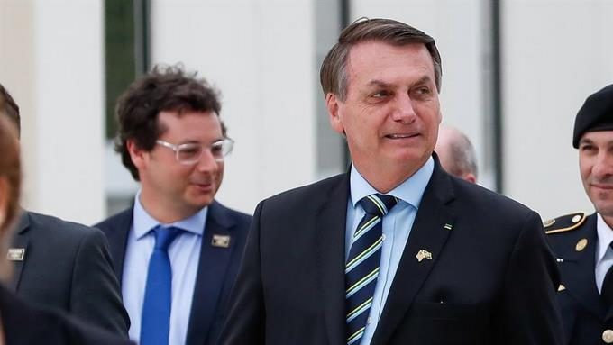 Photo of Bolsonaro califica a la COVID-19 de «gripecita» y critica el confinamiento