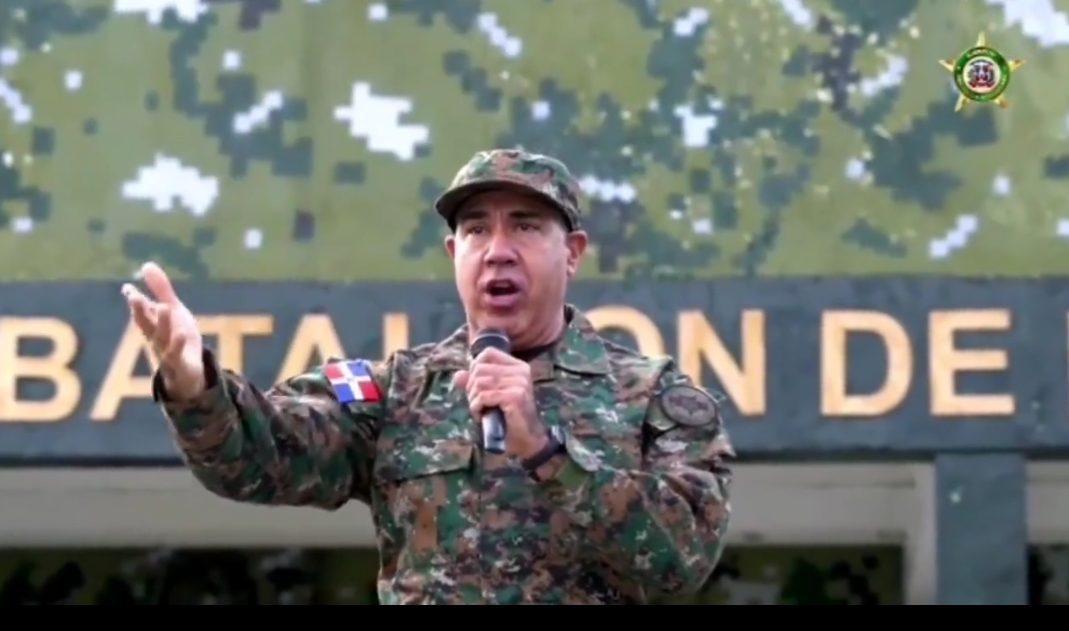 Photo of Ejército envía mensaje de aliento en un video viral con canción de René del Risco