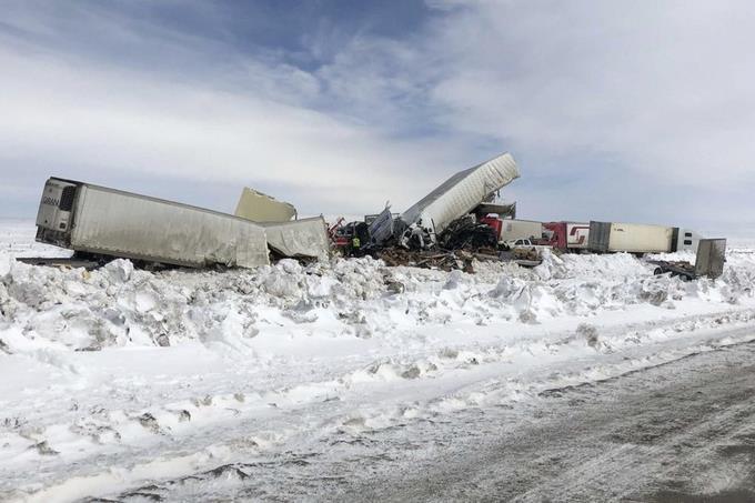Photo of Choque de más de 100 vehículos deja 3 muertos en Estado Unidos