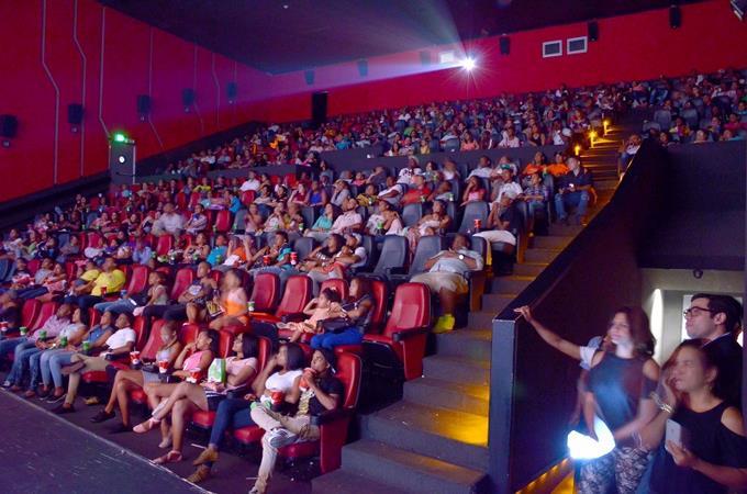 Photo of Cierran de manera temporal todas las salas de cine del país