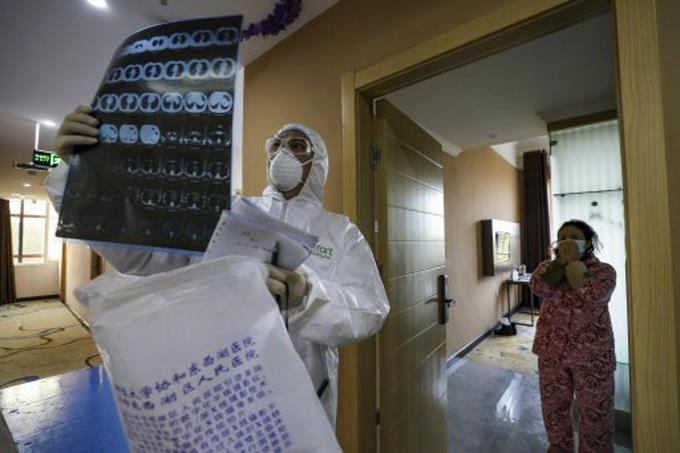Photo of Italia cuenta 79 muertos y Francia requisa mascarillas para personal médico