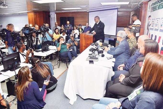 Photo of Epidemiólogos buscan contactos directos de afectado