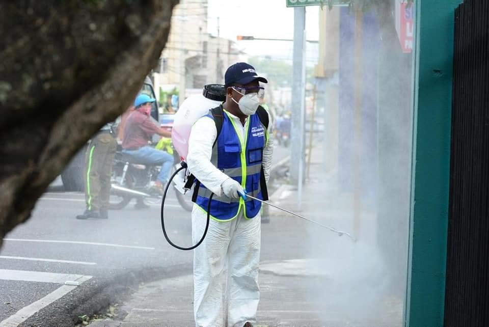 Photo of Programa de fumigación llega a SFM donado por empresa de Gonzalo Castillo