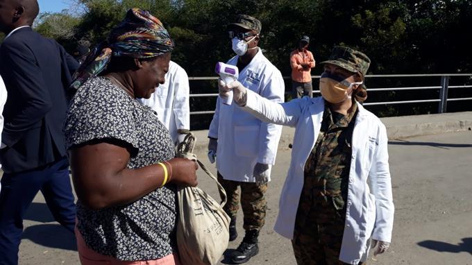 Photo of Haitianos abarrotan el mercado en Dajabón; mientras autoridades toman medidas por coronavirus