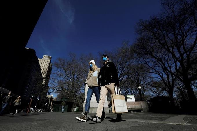 Photo of Los ricos salen de Nueva York ante estrictas medidas para evitar contagio