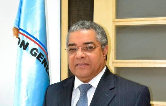 Photo of Luis Reyes, director de Presupuesto, da positivo al Covid-19