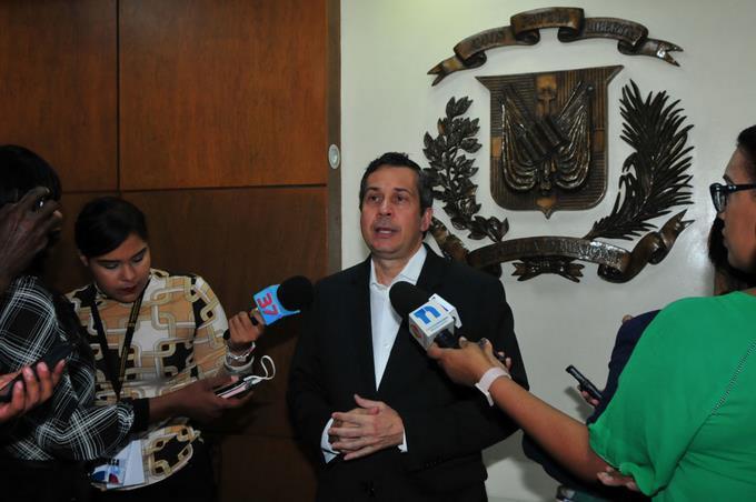 Photo of PRM solicita la suspensión de los anuncios de Obras Públicas; PLD dice no viola Ley