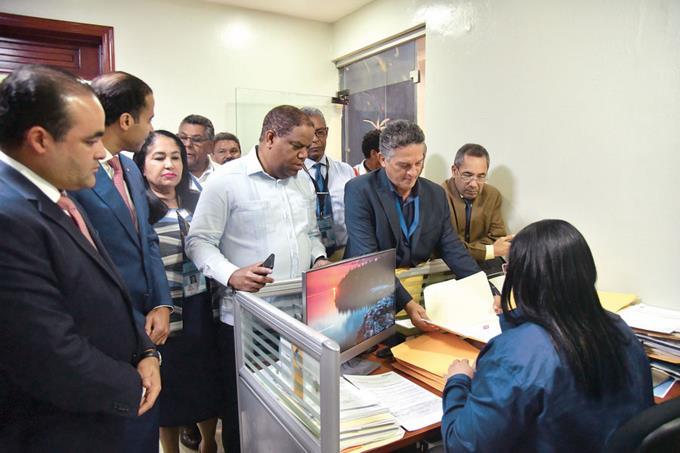 Photo of Partidos políticos inscriben a sus candidatos en la JCE