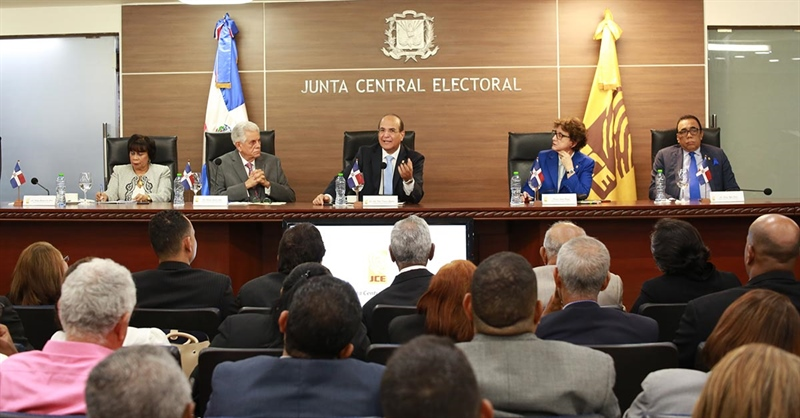 Photo of Pleno JCE aprueba resoluciones sobre admisión de candidaturas para el nivel presidencial y congresual